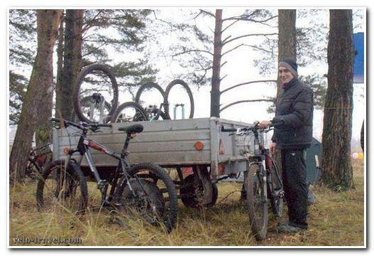 велосипед в автомобильном прицепе