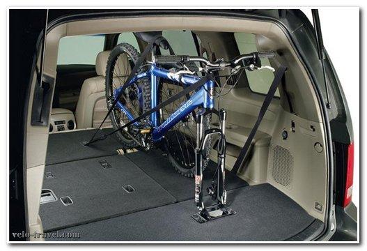 велосипед в багажнике автомобиля