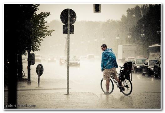 езда на велосипеде в дождь