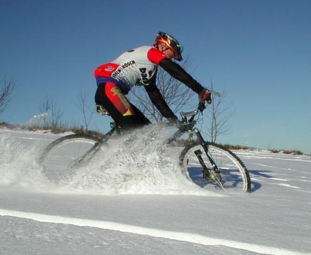 katanie-na-velosipede-zimoy (1)