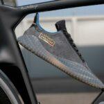 Стильные кроссовки Adidas в дисконт центре