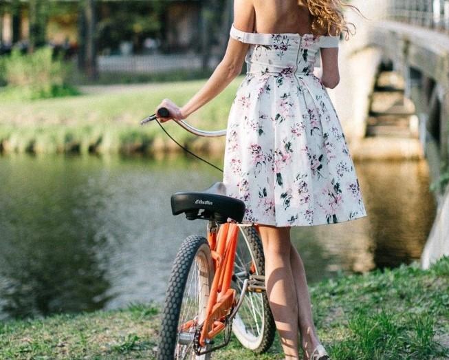 Девушка купила велосипед