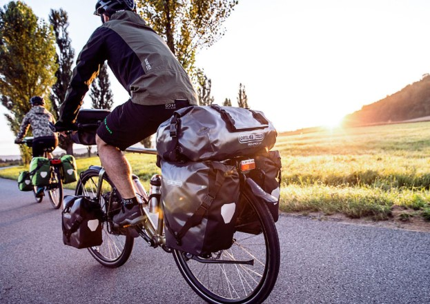 Парень поехал на велосипеде в путешествие
